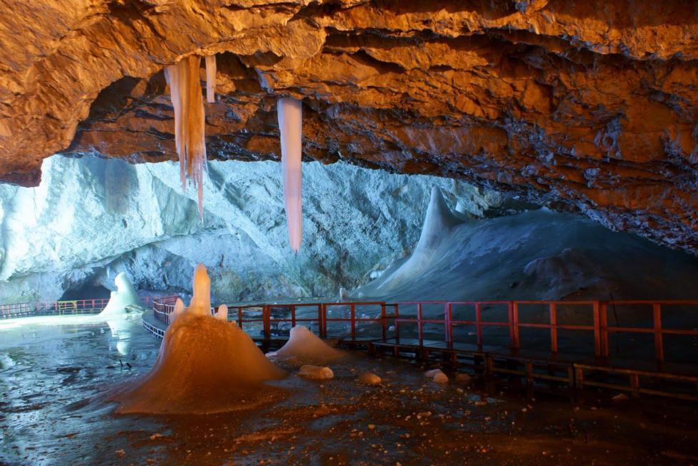 ghetarul-scarisoara-ice-cave-glacier-romania-1