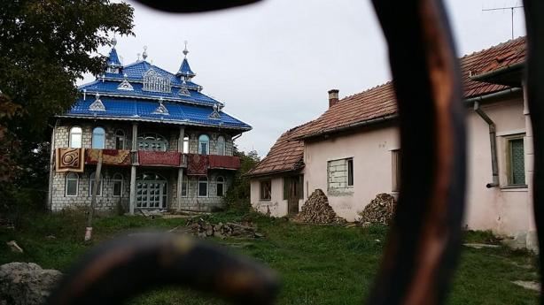 gypsy-house-blue-photo