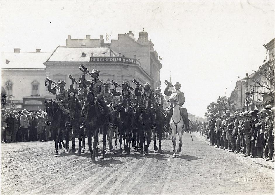 Romanian troops enter Cluj in 1917